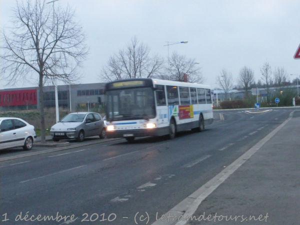 Présentation des bus 915%20Heuliez%20GX107%20-%201%20d%C3%A9cembre%202010%20(Avenue%20Marcel%20Dasssault,%202%20Lions%20-%20Tours)