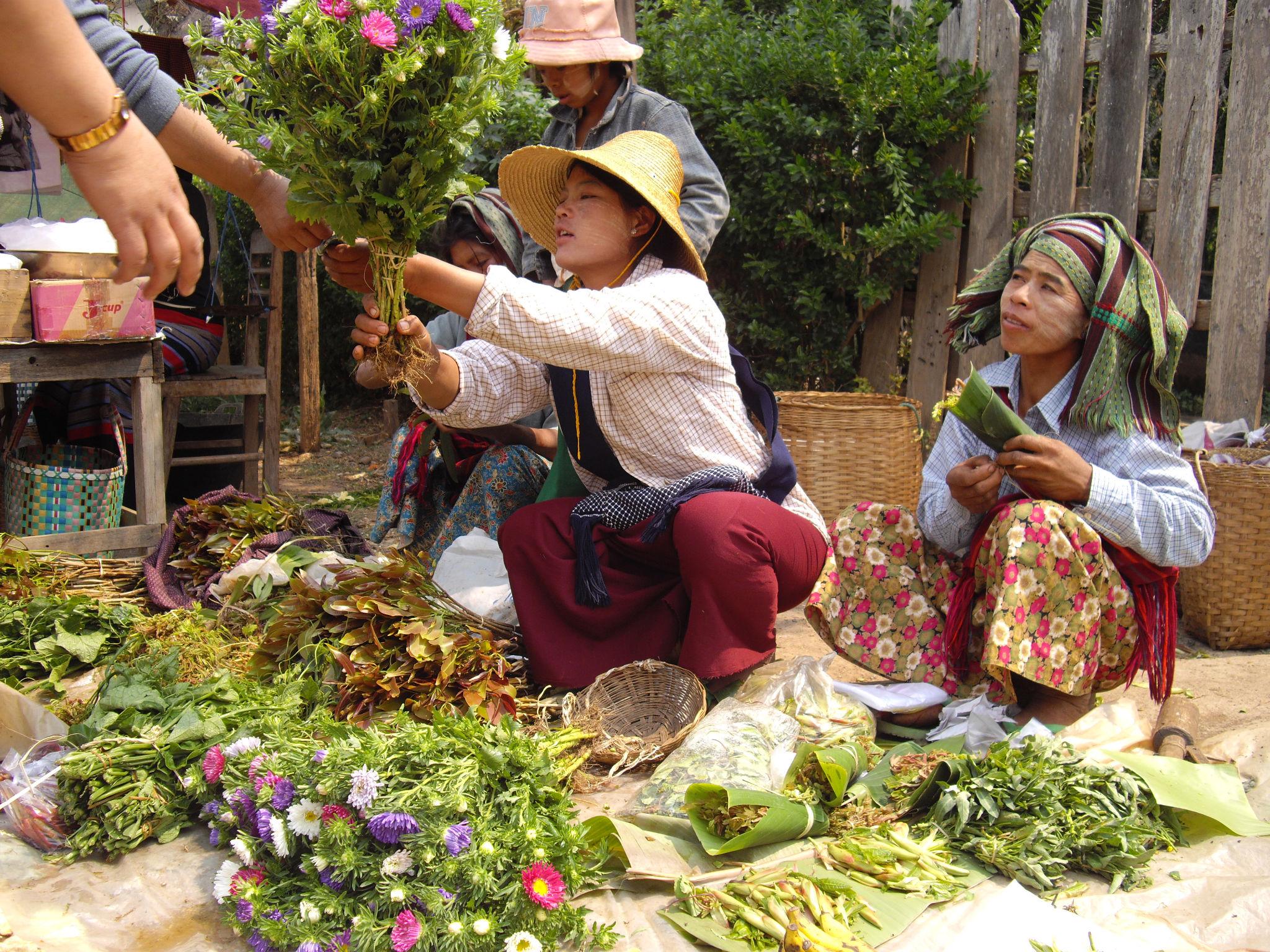 Vendeuses de fleurs birmanes