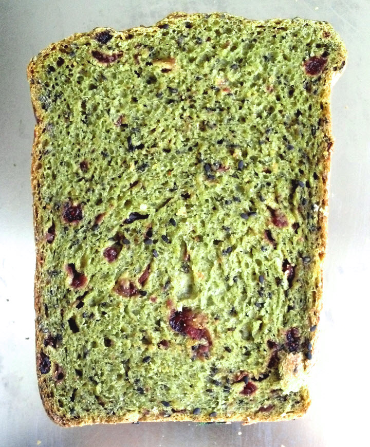菠菜黑芝麻蔓越苺麵包