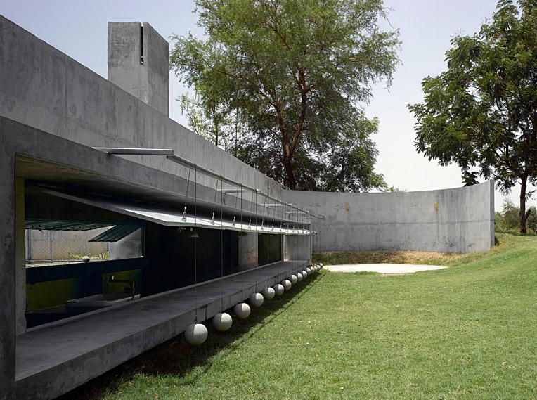 Casa con Pelotas - Matharoo Associates