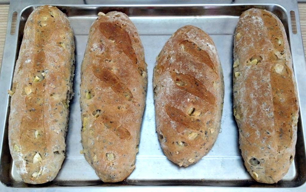 地瓜芝麻核果麵包(烘烤後)