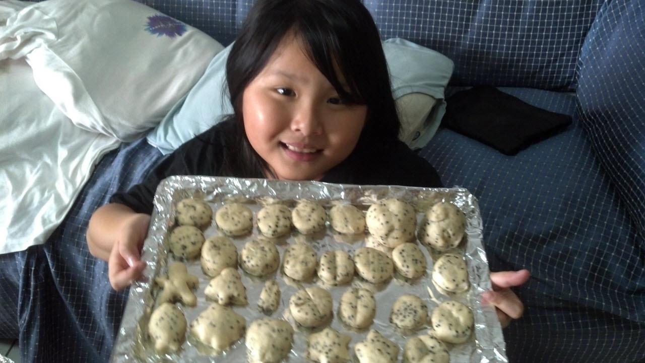 黑芝麻迷你麵包 & 圓胖巧克力爆漿麵包(烘烤前)