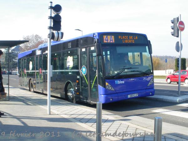 Présentation des bus 260%20Van%20Hool%20New%20A330%20-%209%20f%C3%A9vrier%202011%20(Place%20Anatole%20France%20-%20Tours)%20(2)