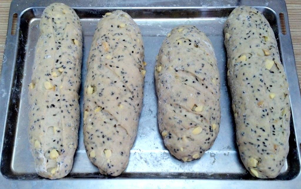 地瓜芝麻核果麵包(烘烤前)