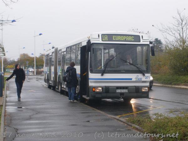 Présentation des bus 371%20Renault%20PR118%20-%2017%20novembre%202010%20(Rue%20de%20la%20Gitonni%C3%A8re%20-%20Jou%C3%A9-l%C3%A8s-Tours)%20(6)